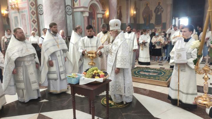 Православные верующие празднуют Преображение Господне