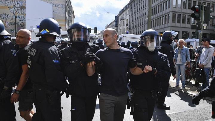 Полиция Берлина прекратила демонстрацию против ковидных ограничений
