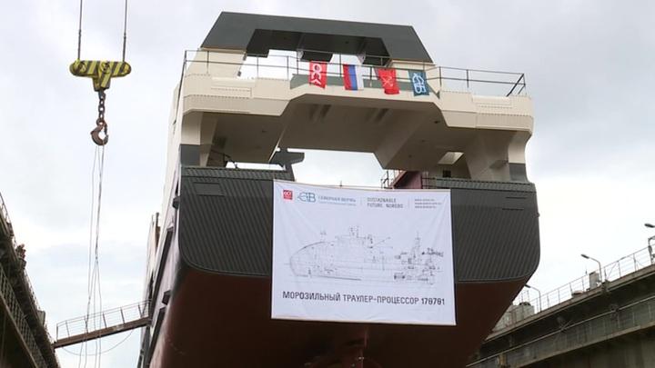 """Питерские корабелы спустили на воду современный траулер """"Капитан Соколов"""""""