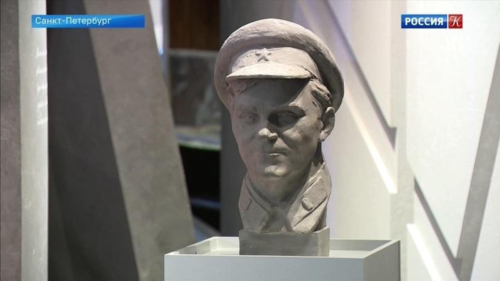 Музею обороны и блокады Ленинграда передали скульптурный портрет Даниила Гранина