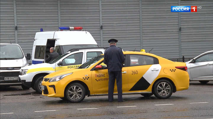 Без документов и медосмотра: популярные агрегаторы выдают за таксистов обычных бомбил