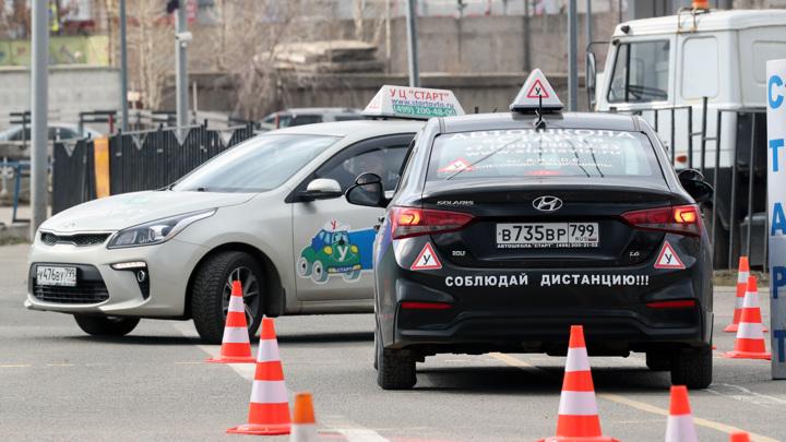 Колокольцев утвердил новый регламент о приеме экзамена на водительские права