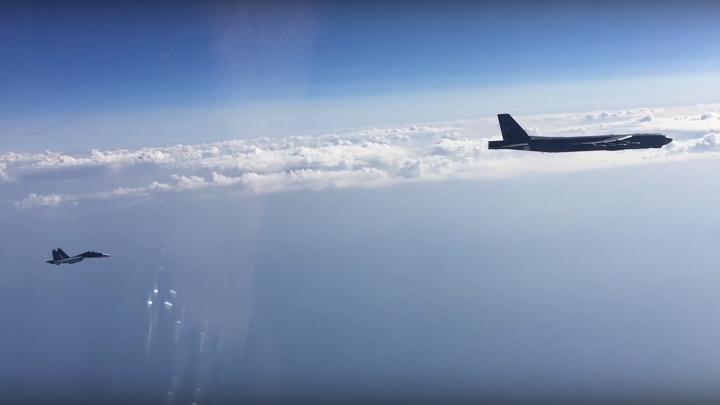 Су-27 поднят для сопровождения бомбардировщика США над Балтийским морем