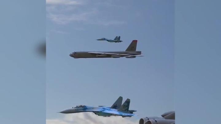 Бочка у B-52: украинские ВВС выдали анимацию за полет своих истребителей