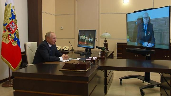 Путин поблагодарил и наградил Ефремова орденом с мечами