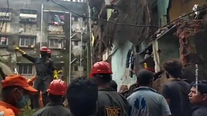 Обрушение дома в Индии: погибли 10 человек