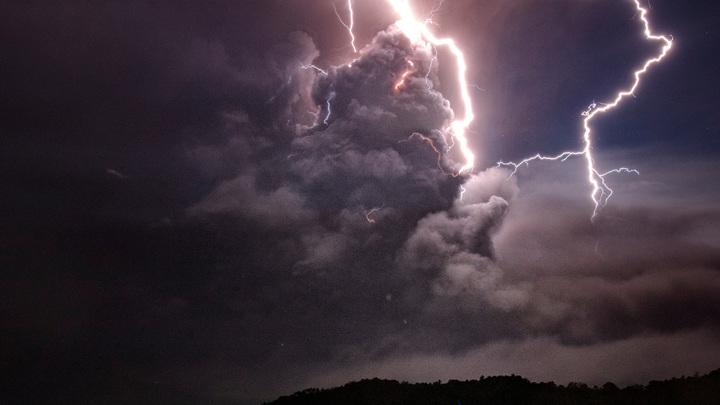 Куда бьет молния: самые опасные места во время грозы