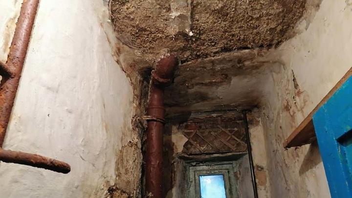 Прокуратура начала проверку после обрушения потолка в Златоусте