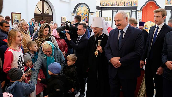 Лукашенко пообщался с Гуцериевым в церкви