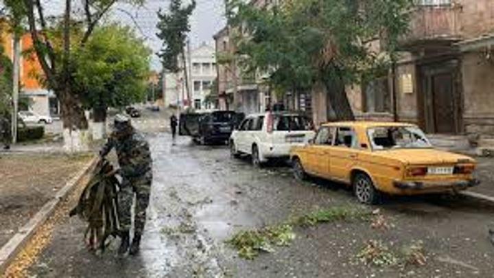 В Степанакерте включили сирену воздушной тревоги