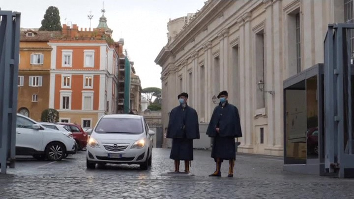 Коронавирус гуляет по Европе: швейцарская гвардия Ватикана попала под удар COVID-19