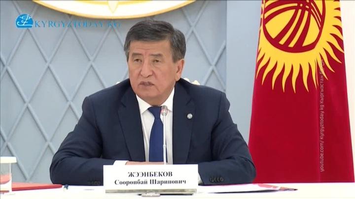 """Не остаться в истории """"кровавым"""": президент Киргизии подал в отставку"""