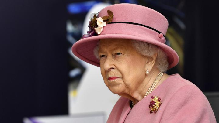 Елизавета II вернулась к исполнению королевских обязанностей