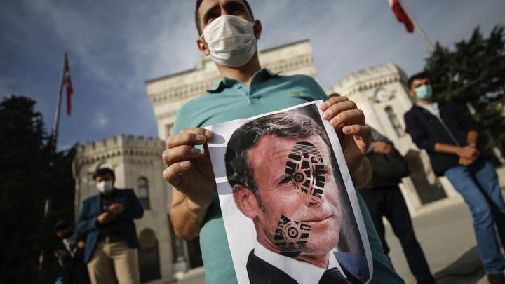 Собкор ВГТРК: Макрон выпустил исламского джинна из европейской бутылки