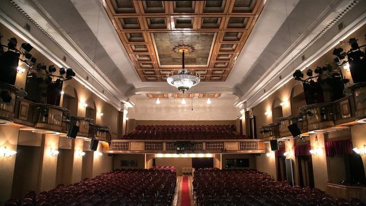 Театр Ленсовета запустил соцпроект с дневными показами спектаклей