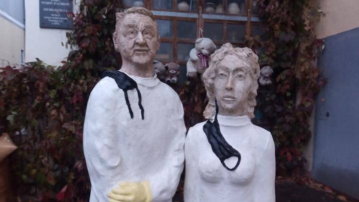 В Калуге появился памятник борющимся с коронавирусом врачам