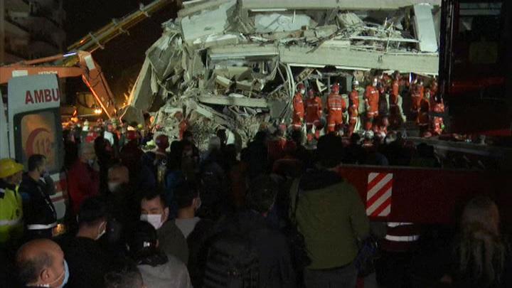 Землетрясение в Эгейском море: количество жертв растет, спасательная операция продолжается