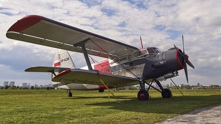 "Самолет Ан-2 компании ""ЮТэйр"" совершил аварийную посадку в Тюменской области"