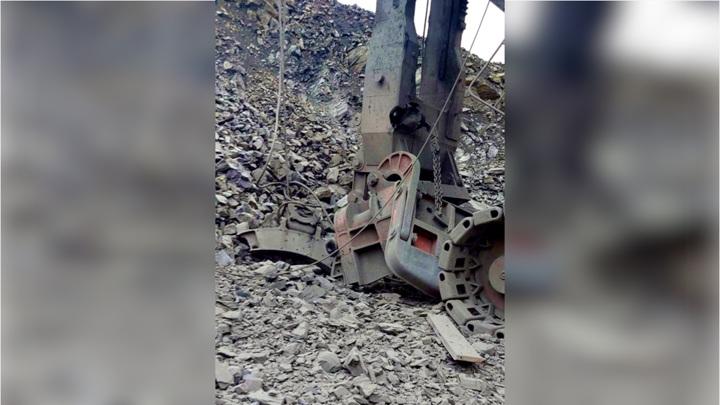 В Белгородской области у экскаватора во время погрузки горной породы взорвался ковш