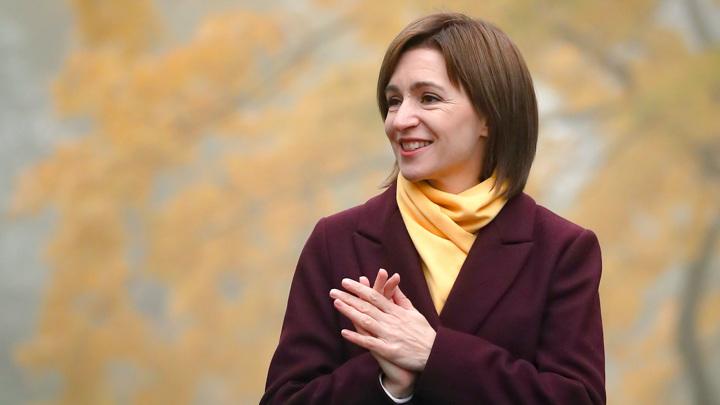 Санду поблагодарила Россию за вакцину, за которой слетал Додон