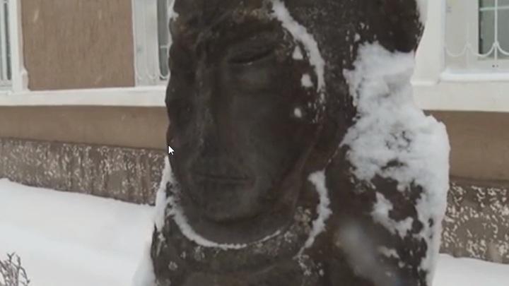 На Дону школьники нашли на дне ручья древнюю половецкую статую