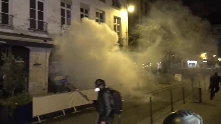 Тонкая грань свободы: в Париже жестко разогнали лагерь мигрантов