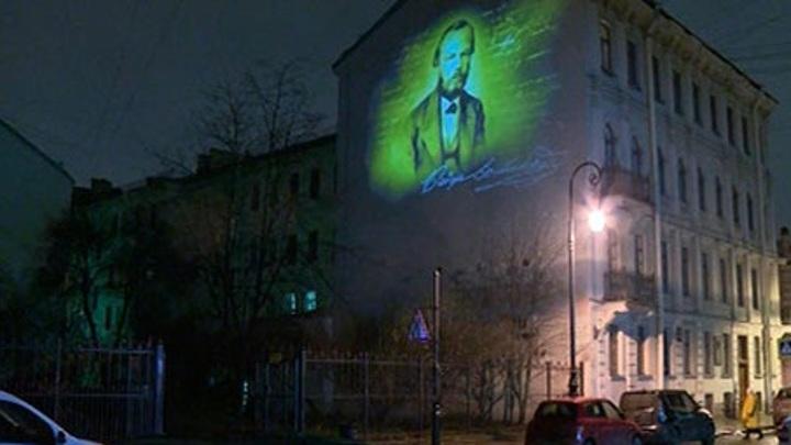 В историческом центре Петербурга появилось первое световое граффити
