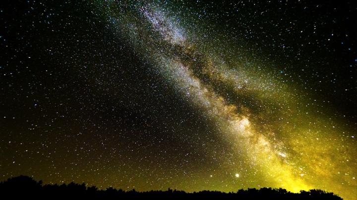 Плоскость Млечного Пути изгибается из-за воздействия соседней галактики.