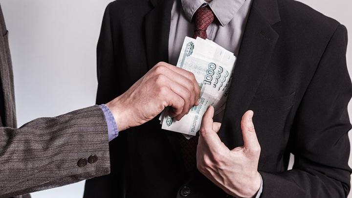 Сотрудника череповецкого завода пытались подкупить управленцы из Санкт-Петербурга