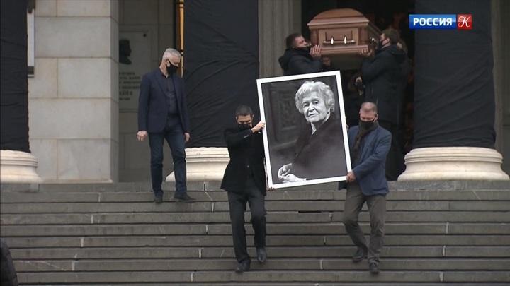 Ирину Антонову похоронили с воинскими почестями