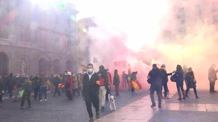 В Барселоне произошла стычка между антифашистами и ультраправыми