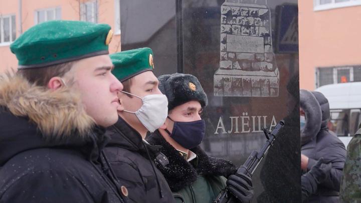 Летчики, школьники, врачи: в РФ чествовали героев Отечества