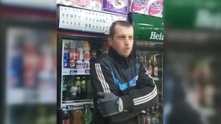 В Владивостоке женщина-продавец обезвредила вооруженного мужчину