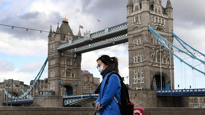 Британский министр призвал жителей не думать о летних каникулах за рубежом