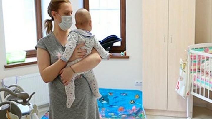 142 малыша, рожденные суррогатными матерями в Петербурге, воссоединились с семьей