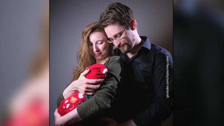 Фото Сноудена с новорожденным сыном набрало 20 тысяч лайков