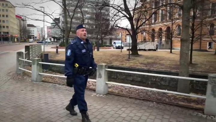 Финский полицейский запел на русском