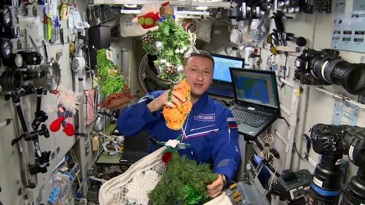 МКС вновь теряет воздух, но экипаж готовится к Новому году