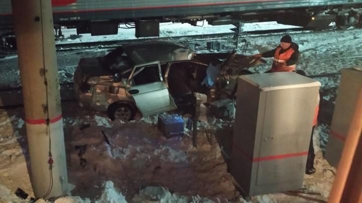 Машина с подростками попала под поезд в Архангельской области, есть жертвы