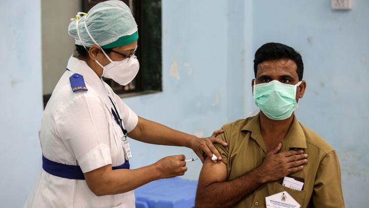 Бахрейн предпочитает российскую вакцину, на остальные спрос упал