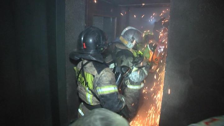 Причиной пожара в доме в Екатеринбурге могли стать свечи