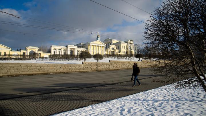 В ряде городов Урала из-за морозов отменены занятия в школах