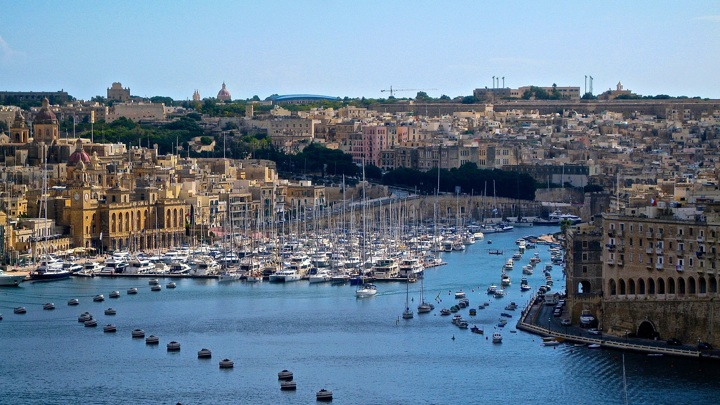 Мальта закрывает границы для антипрививочников