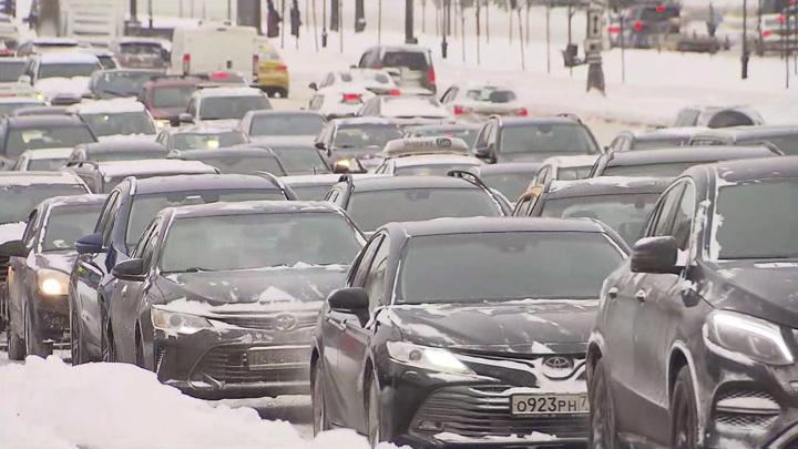 """""""Подснежники"""": количество авто в Москве обратно пропорционально таянию сугробов"""