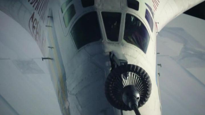 Ювелирная работа: ракетоносцы Ту-160 выполнили дозаправку в небе над Поволжьем