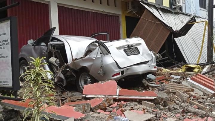 Число жертв землетрясения в Индонезии увеличилось до 34