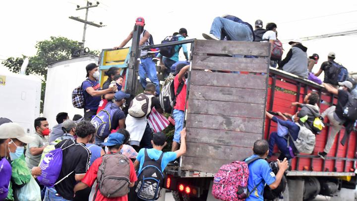 Из Гондураса в США идут тысячи будущих американцев