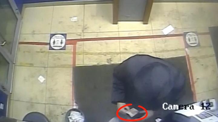 Нижегородец забрал из банкомата чужие 150 тысяч рублей