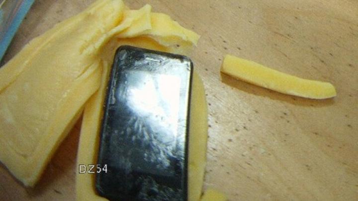 Запретную начинку в сыре прощупали в костромской колонии