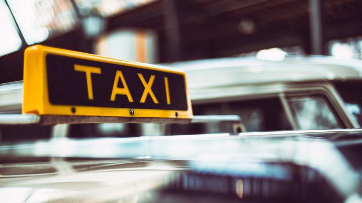 В Крыму таксист нанес 10 ножевых ударов пассажиру из-за неприязни